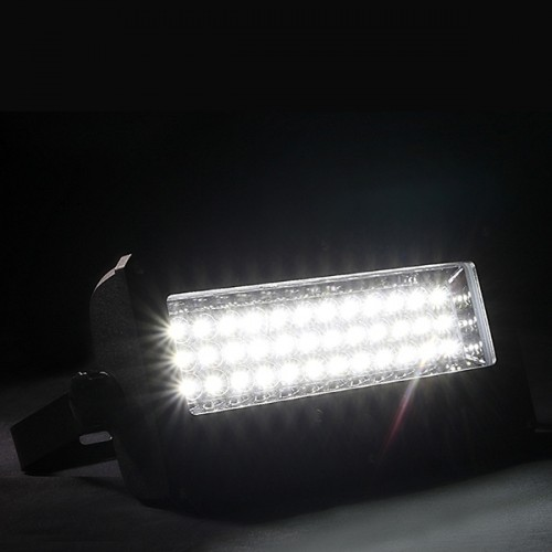 Lampa solarna SLC-09 włączona