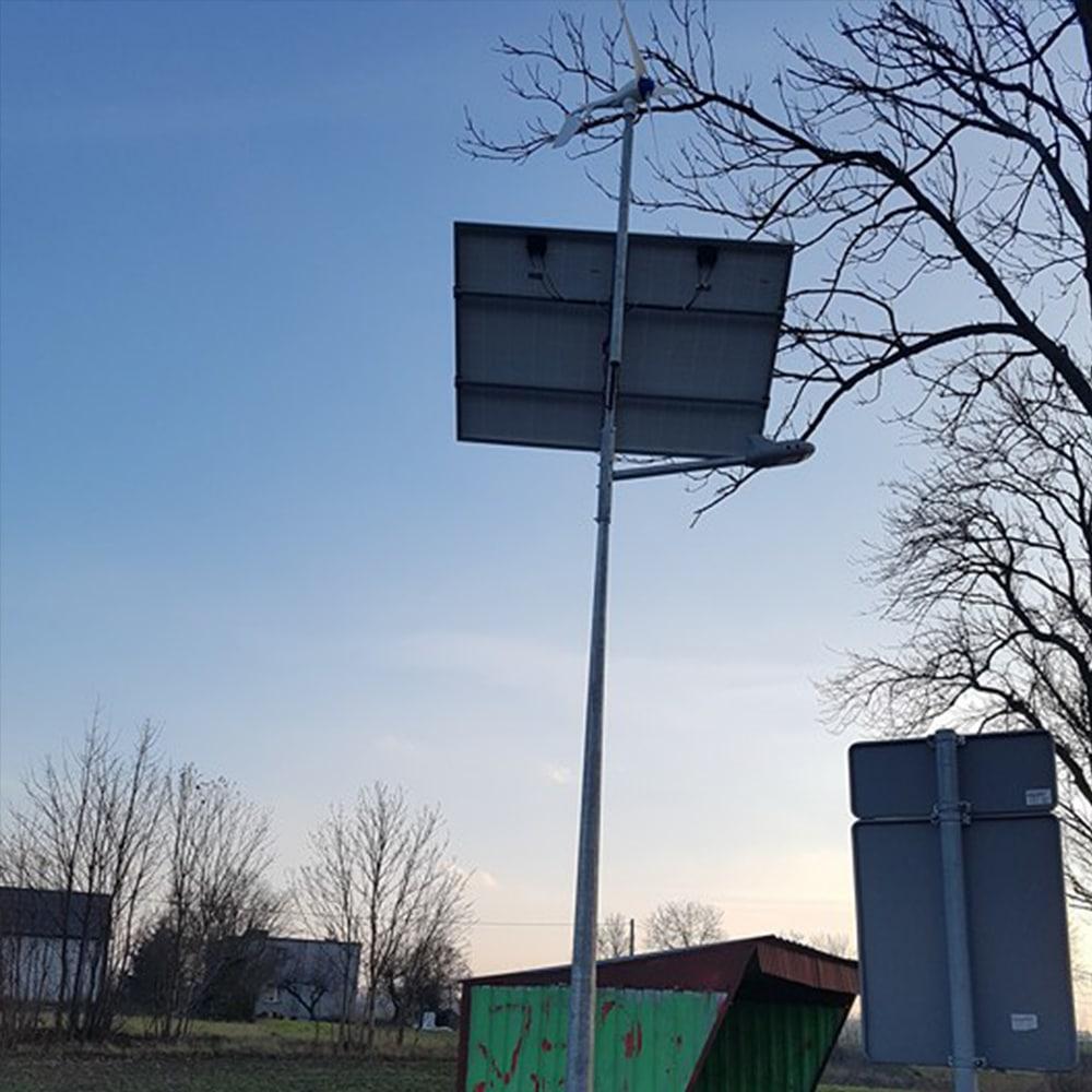 Solarne latarnie hybrydowe - realizacja